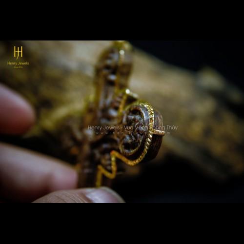 Mặt thánh giá trầm sánh chìm dầu vàng bọc vàng 18k bản đặc biệt