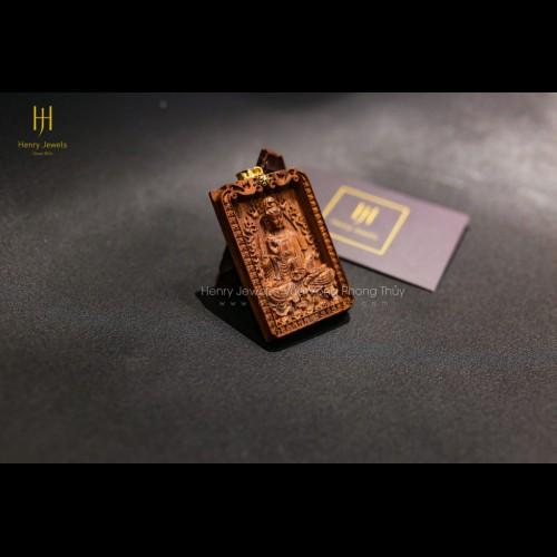 Mặt tượng Quan Âm Bồ Tát Sưa Đỏ Quảng Bình đính khoen vàng 10K