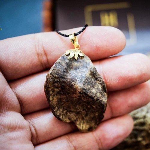 Mặt Trầm Rin chìm hàng Rục size nhỏ mix khoen vàng 10K MR1
