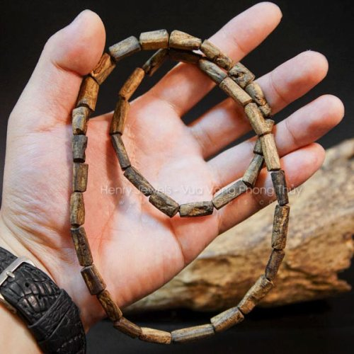 Vòng Trầm Rục Lào đeo cổ nguyên bản