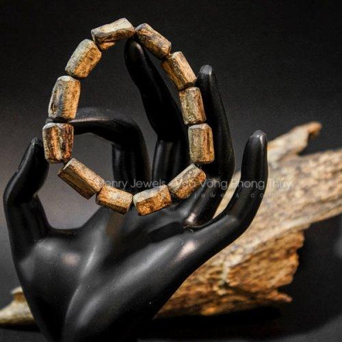 Vòng Trầm Rục Lào đeo tay nguyên bản