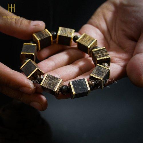 Vòng Trầm Hương Sánh Chìm Nước Dầu Vàng Đốt Chữ Nhật Bọc Vàng 10K