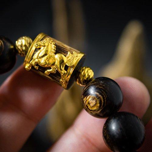 Vòng Trầm Hương Sánh Chìm Nước Dầu Vàng Mix Đốt Trúc Gắn Ngựa Vàng 10K